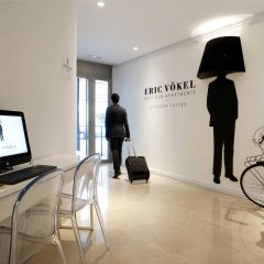 Отель Eric Vökel Boutique Apartments - Atocha Suites Испания, Мадрид - отзывы, цены и фото номеров - забронировать отель Eric Vökel Boutique Apartments - Atocha Suites онлайн интерьер отеля