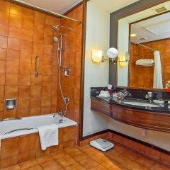 Отель Crowne Plaza Hotel Kathmandu-Soaltee Непал, Катманду - отзывы, цены и фото номеров - забронировать отель Crowne Plaza Hotel Kathmandu-Soaltee онлайн ванная фото 2