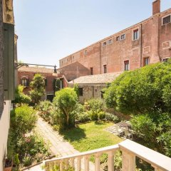 Апартаменты Apartment With 4 Bedrooms in Venezia, With Furnished Terrace and Wifi Венеция балкон