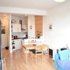 Апартаменты 1 Bedroom Apartment With Beautiful Views in Hampstead комната для гостей фото 3