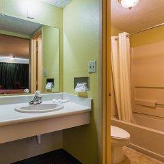 Отель Knights Inn-columbus Колумбус ванная фото 2