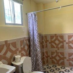 Отель Yvonne's Hotel Федеративные Штаты Микронезии, Понпеи - отзывы, цены и фото номеров - забронировать отель Yvonne's Hotel онлайн ванная