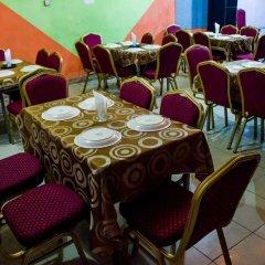 Отель Emglo Suites питание фото 3