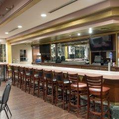 Howard Johnson Inn Fullerton Hotel and Conference Center гостиничный бар