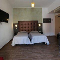 Отель PIOLA Милан сейф в номере