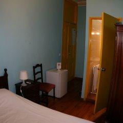 Отель Mana Guest House сейф в номере