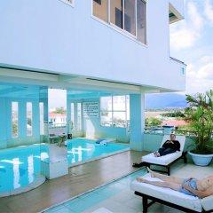 Golden Dragon Hotel бассейн