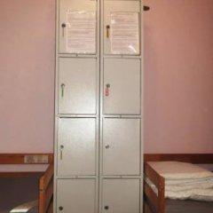 Iris Hostel сейф в номере