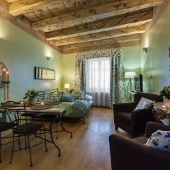 Апартаменты Charming Prague Apartments At Black Star Прага комната для гостей