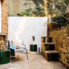 Отель The Kensington Grove - Stylish 2bdr Flat With Private Patio Лондон фото 2