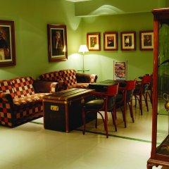 Отель Mayflower Suites комната для гостей