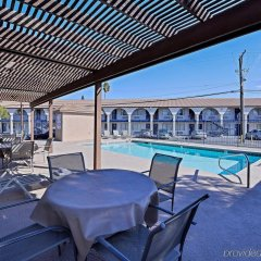 Отель Americas Best Value Inn Downtown Las Vegas США, Лас-Вегас - отзывы, цены и фото номеров - забронировать отель Americas Best Value Inn Downtown Las Vegas онлайн бассейн