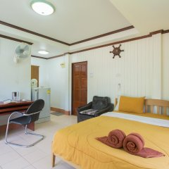 Отель Patong Rai Rum Yen Resort комната для гостей