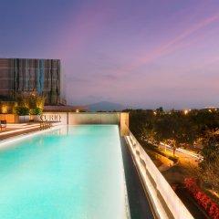 Отель Joyze Hotel Xiamen, Curio Collection by Hilton Китай, Сямынь - отзывы, цены и фото номеров - забронировать отель Joyze Hotel Xiamen, Curio Collection by Hilton онлайн бассейн