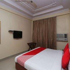 OYO 645 Hotel Tourist Deluxe сейф в номере