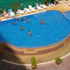Hotel Vigo бассейн