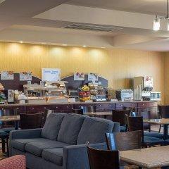 Отель Holiday Inn Express and Suites Lafayette East питание
