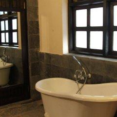 Отель The Begnas Lake Resort & Villas Непал, Лехнат - отзывы, цены и фото номеров - забронировать отель The Begnas Lake Resort & Villas онлайн ванная