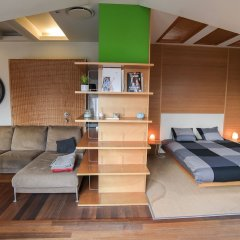 Апартаменты Pelicanstay Montaigne Apartments Париж комната для гостей