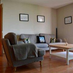 Апартаменты Modern 2 Bedroom Apartment With Stunning Views Лондон комната для гостей