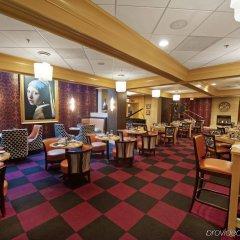 Beacon Hotel & Corporate Quarters гостиничный бар