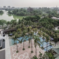 Chatrium Hotel Royal Lake Yangon балкон