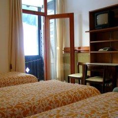 Hotel Davost Форни-ди-Сопра сейф в номере