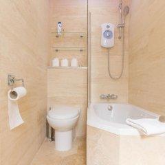 Отель Leicester Square Just Renovated 2BD Mezzanine Flat ванная