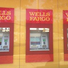 Ramada Plaza Hotel & Suites - West Hollywood банкомат