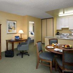 Отель Sommerset Suites в номере