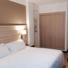 Отель Carbonell Испания, Льянса - отзывы, цены и фото номеров - забронировать отель Carbonell онлайн комната для гостей фото 2