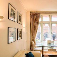 Апартаменты Suitely Trafalgar Square Luxury Apartment Лондон комната для гостей