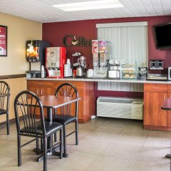 Отель Econo Lodge Columbus гостиничный бар