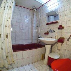 Отель Palyongov Guest House Болгария, Чепеларе - отзывы, цены и фото номеров - забронировать отель Palyongov Guest House онлайн ванная