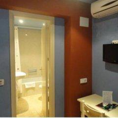Отель Hostal Los Caracoles ванная