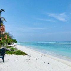 Отель Airport Comfort Inn Premium Мальдивы, Северный атолл Мале - отзывы, цены и фото номеров - забронировать отель Airport Comfort Inn Premium онлайн пляж фото 2