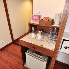 Отель Zen Premium Silom Soi 22 Бангкок сейф в номере