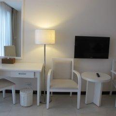 Nhi Phi Hotel удобства в номере