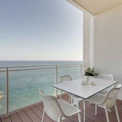 Отель Luxury Apt Ocean Views in Tigne Point, With Pool Мальта, Слима - отзывы, цены и фото номеров - забронировать отель Luxury Apt Ocean Views in Tigne Point, With Pool онлайн балкон