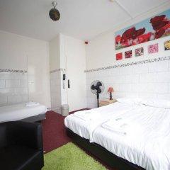 Отель Freeland Нидерланды, Амстердам - отзывы, цены и фото номеров - забронировать отель Freeland онлайн комната для гостей фото 2