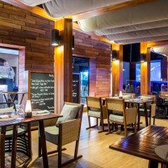 Отель The Nai Harn Phuket гостиничный бар