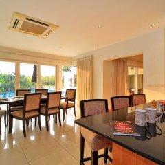 Отель Pattaya Sunset Villa 4 Bedroom Sleeps 8 в номере фото 2