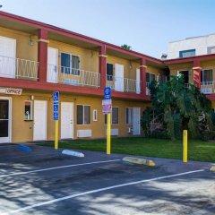 Отель Rodeway Inn Culver City парковка