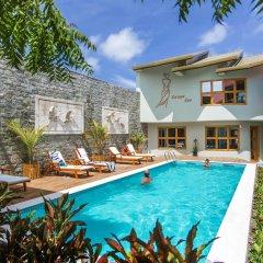 Отель Kaani Village & Spa бассейн