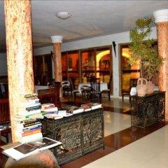 Апартаменты Accra Royal Castle Apartments & Suites Тема гостиничный бар