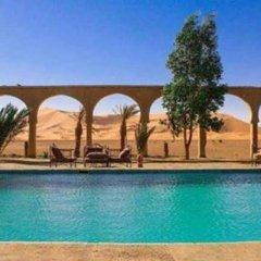 Отель Palmeras y Dunas Марокко, Мерзуга - отзывы, цены и фото номеров - забронировать отель Palmeras y Dunas онлайн бассейн фото 2