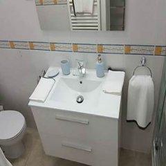 Отель MC YOLO Apartamento Museo Reina Sofia Испания, Мадрид - отзывы, цены и фото номеров - забронировать отель MC YOLO Apartamento Museo Reina Sofia онлайн ванная