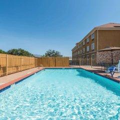 Отель Days Inn Cleburne бассейн