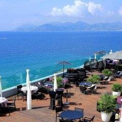 Отель Radisson Blu 1835 Hotel & Thalasso, Cannes Франция, Канны - 2 отзыва об отеле, цены и фото номеров - забронировать отель Radisson Blu 1835 Hotel & Thalasso, Cannes онлайн пляж фото 2