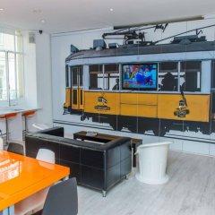 Golden Tram 242 Lisbonne Hostel гостиничный бар